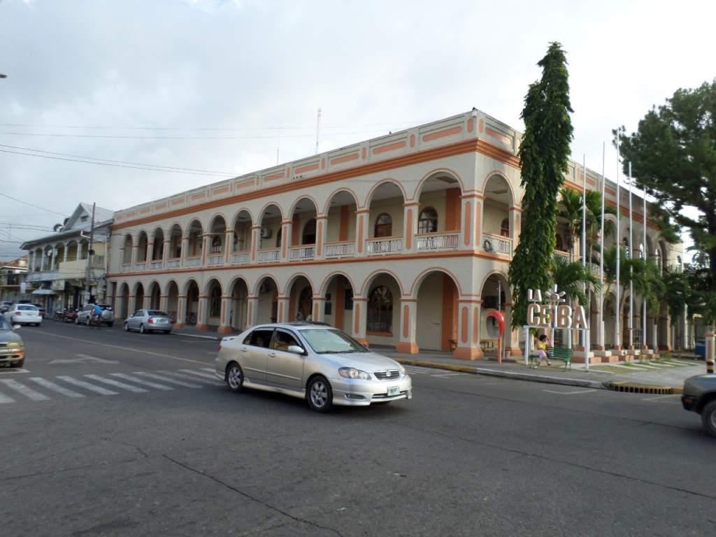 """Alcaldía La Ceiba hace """"barrida"""" de personal: 120 despedidos y vienen más"""