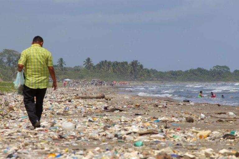 Guatemala retira basura del río Motagua tras denuncias publicadas por TIEMPO Digital