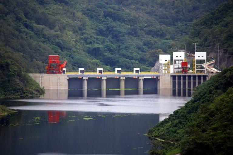 ¡Más atrasos! Detectan fugas en compuertas de la represa Patuca III
