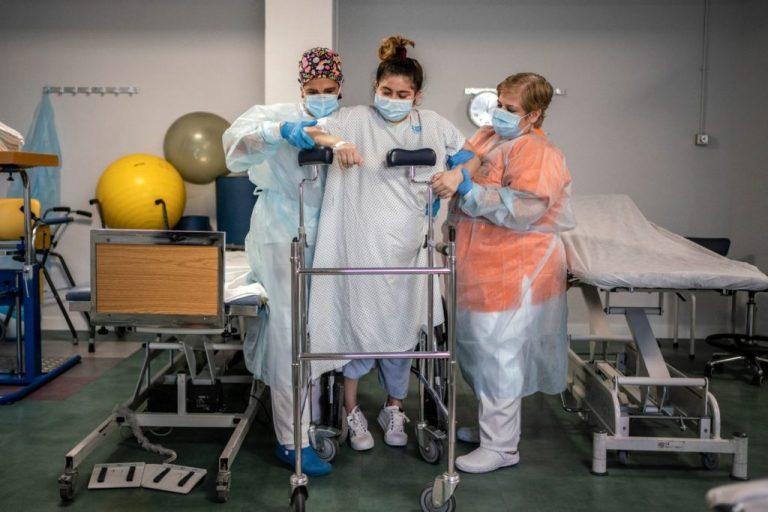 Tras salir de UCI en España, hondureña se rehabilita; debe aprender a caminar