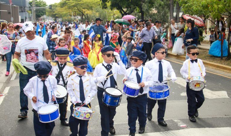 Educación analiza realizar desfiles patrios en 20 municipios sin COVID-19