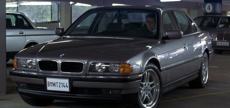 Venden una versión real del BMW 750iL de James Bond
