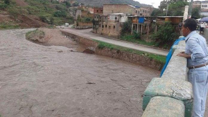 niño cae en el río choluteca