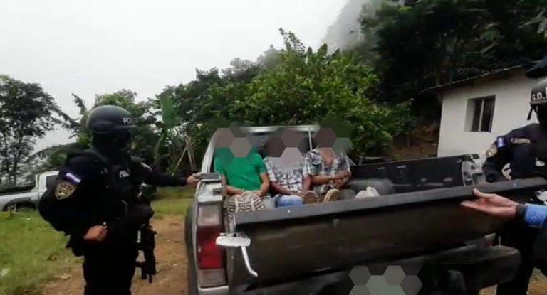 """Caen 3 supuestos miembros de """"Los Guevara"""", acusados de matar a salvadoreño"""