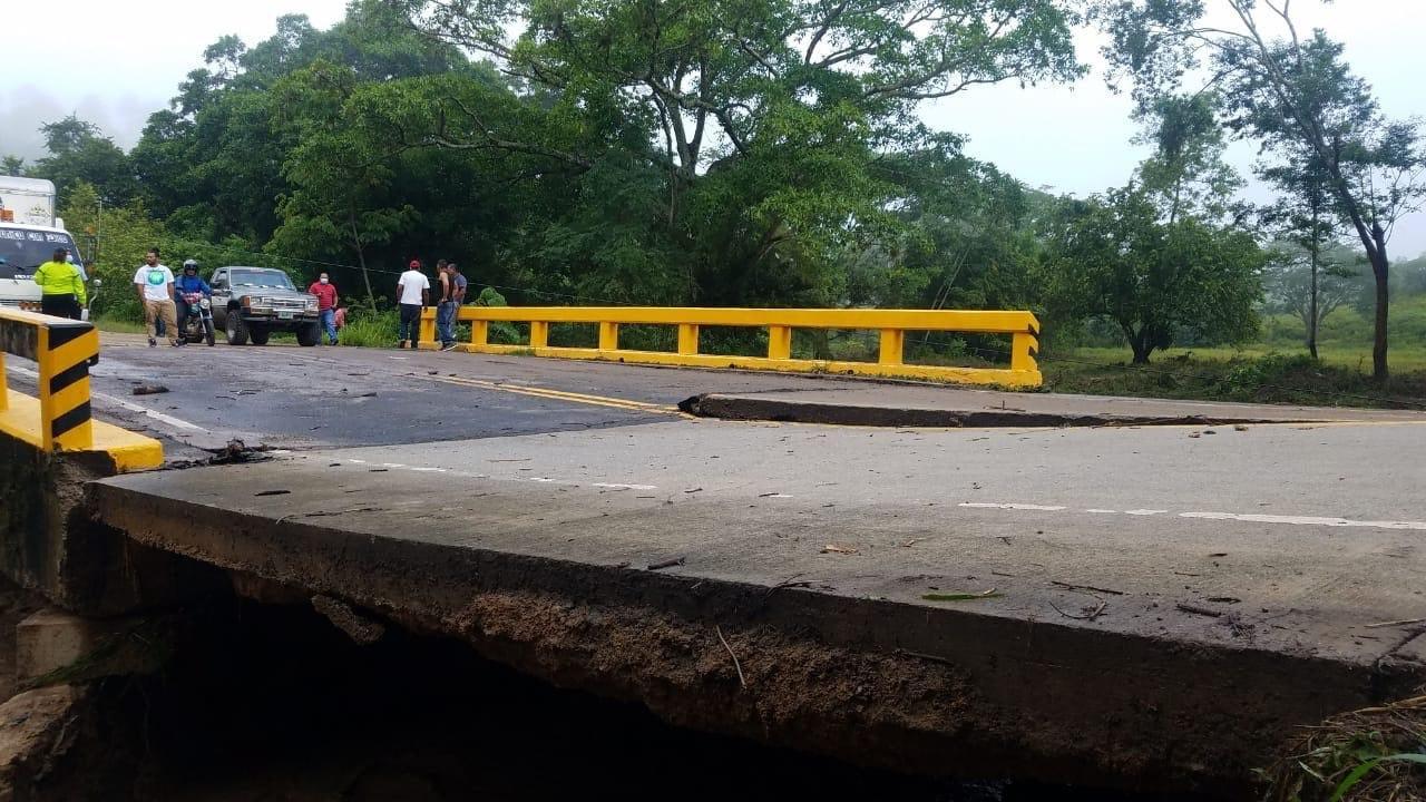 Algunas infraestructuras también sufrieron daños.