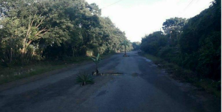 """La Paz: Piden a Gobierno reconstruir carretera; """"sólo dicen el otro año"""""""
