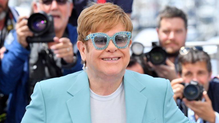 Elton John lanzará álbum con canciones inéditas en noviembre