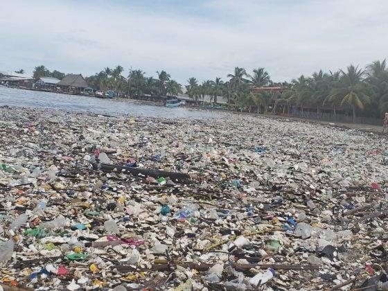 Lugares aledaños también se ven afectados por la basura proveniente de Guatemala.