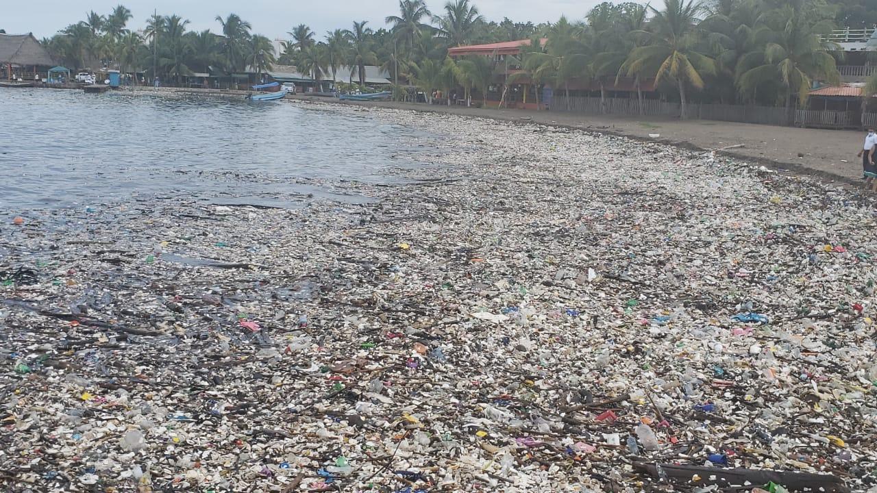 Las playas parecen basureros municipales.