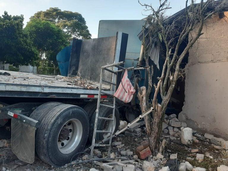 Muere conductor de rastra tras estrellarse contra vivienda en Copán
