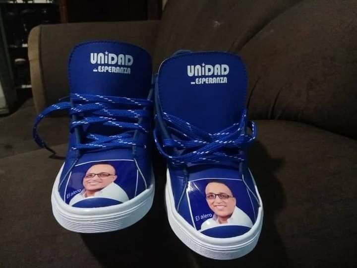 Tenis con el rostro de políticos hondureños: Así inician campañas electorales