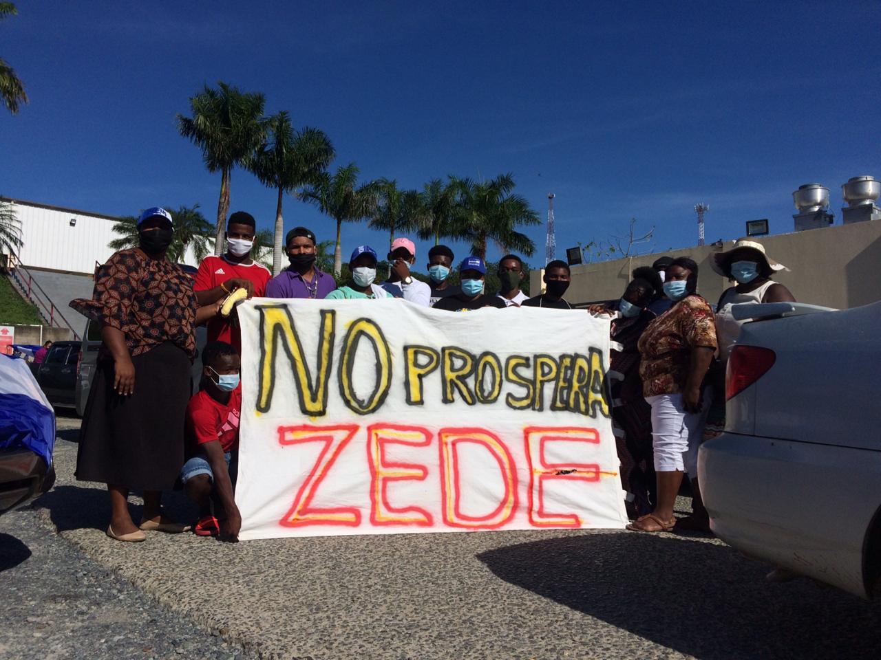 Pobladores en contra del proyecto.