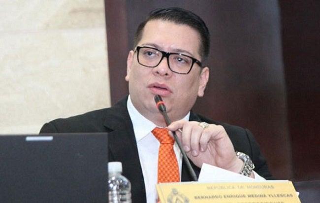 """Contratos de EEH y generadoras de energía """"quiebran la ENEE"""", dice diputado"""