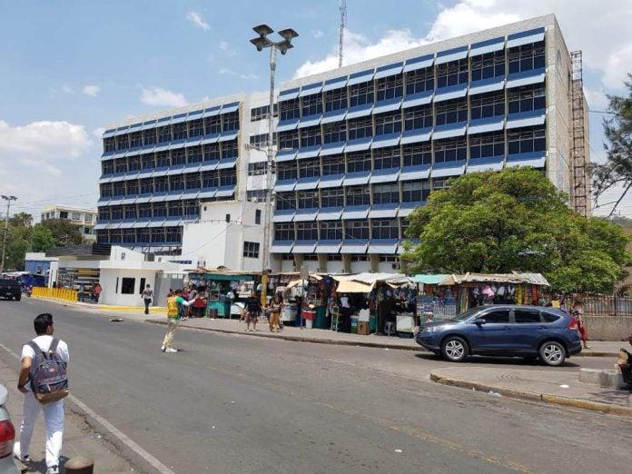 pacientes de covid-19 en el hospital escuela