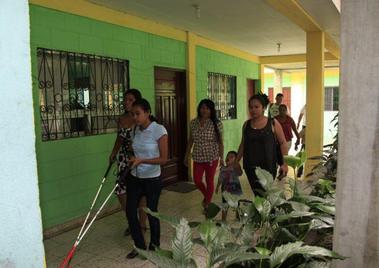 Unos 200 no videntes serán afectados si cierra Escuela «Luis Braille»; claman ayuda ante abandono