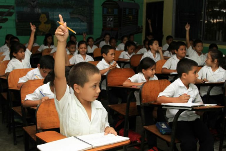 """Honduras: especialista formula 10 estrategias para evitar """"desastre educativo» en 2021"""