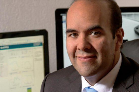 Alonso Cedeño, ingeniero químico graduado en la UNAM. Con más de 17 años de experiencia en manejo de crisis, planes de continuidad de negocio y operaciones de Gobierno, comunicación estratégica y nuevas tecnologías.