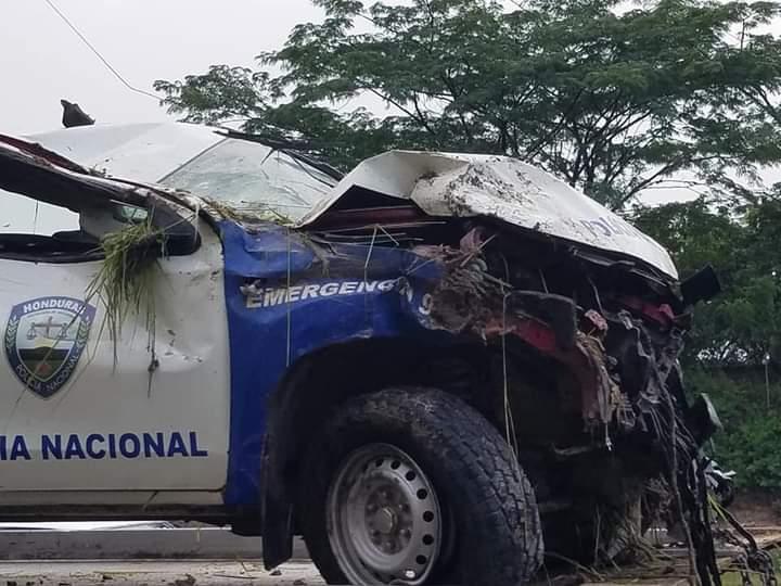 Así quedó el vehículo policial luego de sacarlo del barranco.