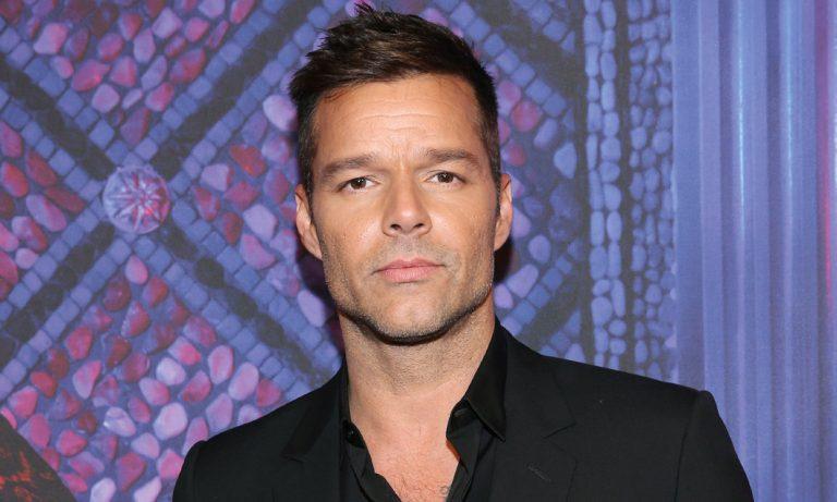Ricky Martin exige justicia por «esterilización forzada» a mujeres migrantes en ICE