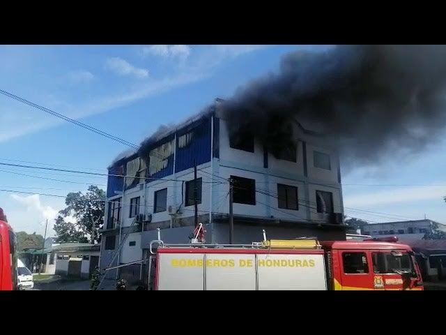 Incendio en barrio Barandillas de SPS: personas se «tiraron» de segunda planta