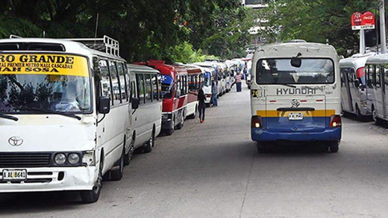 Transporte urbano y taxis anuncian paro de labores para este lunes