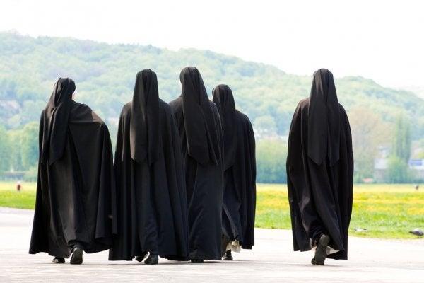 Croacia: Documental exhibe «apasionado romance» entre 2 monjas