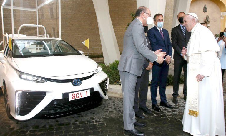 Papa Francisco estrenará nuevo «papamovil», marca Toyota