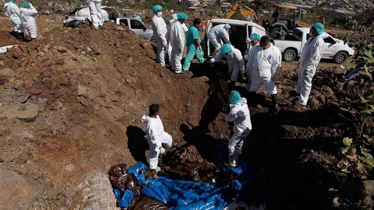 Olancho: alta incidencia de COVID es por mal manejo de cadáveres, dice doctora