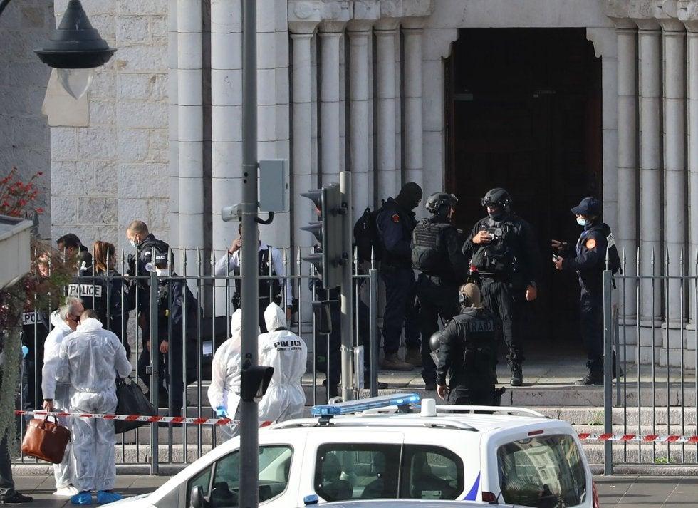 Terrorismo en Francia: 2 muertos y un decapitado dentro de una iglesia