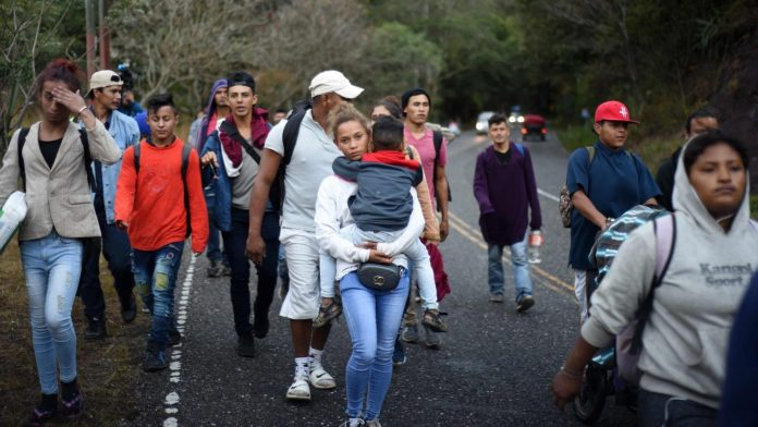 hondureños de caravana