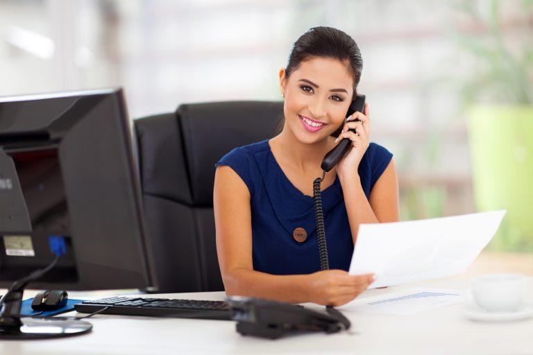Curiosidades: ¿por qué decimos la expresión «aló» al contestar el teléfono?