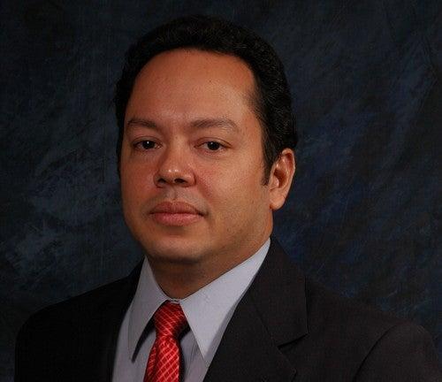Rafael Delgado, economista, considera que la readecuación de deudas facilitaría el cumplimiento de deudas a clientes financieros.