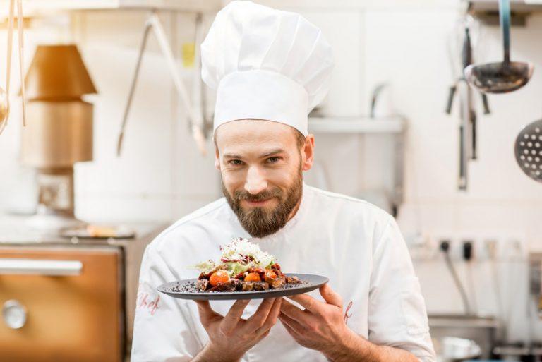 Curiosidades: ¿por qué tienen esa forma los gorros de cocinero?
