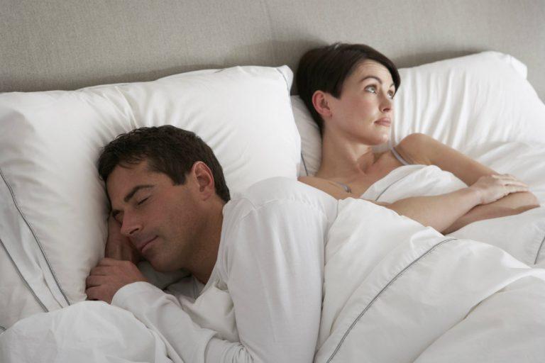 ¿Por qué los hombres se duermen después del sexo?