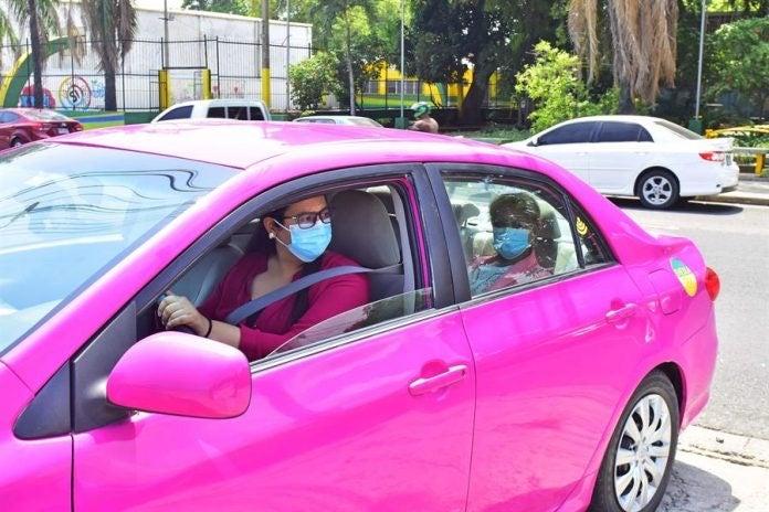 primer taxi rosa en SPS