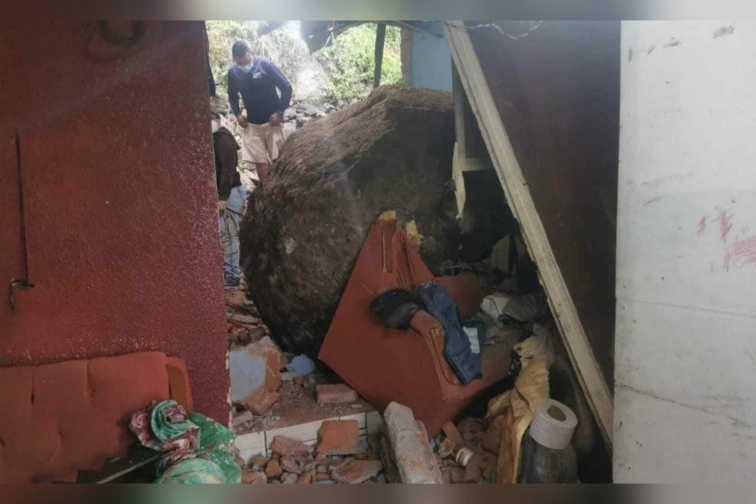 Barrio El Bosque: pareja se salva de morir al caer enorme roca sobre su vivienda