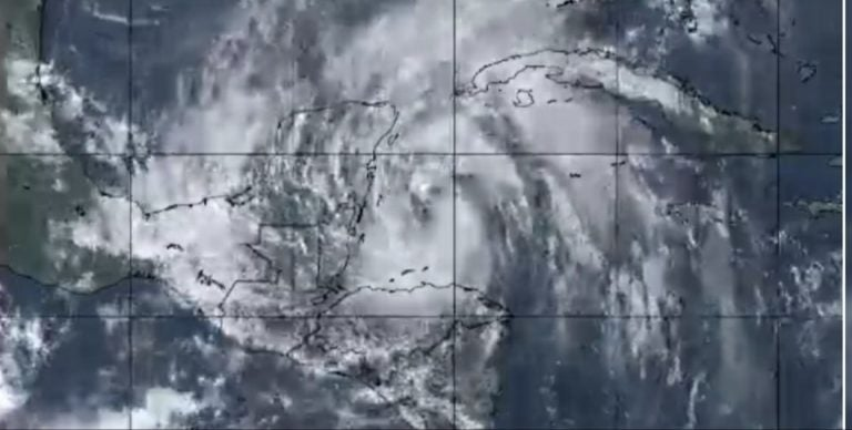 Depresión tropical amenaza a Honduras: Gobierno pide a población que se prepare