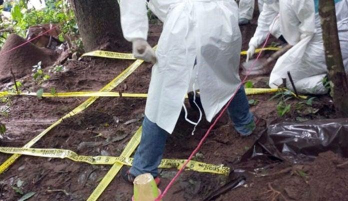 Con signos de tortura hallan cuerpos en fosa; podría ser pareja raptada en TGU