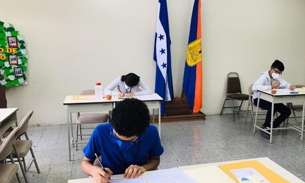Olimpiada de Matemáticas joven gana