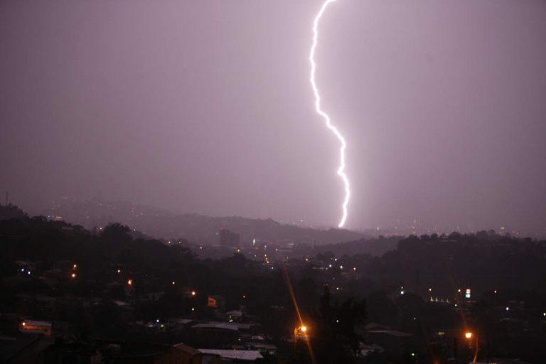 CLIMA DE ESTA TARDE: Lluvias con actividad eléctrica en casi toda Honduras