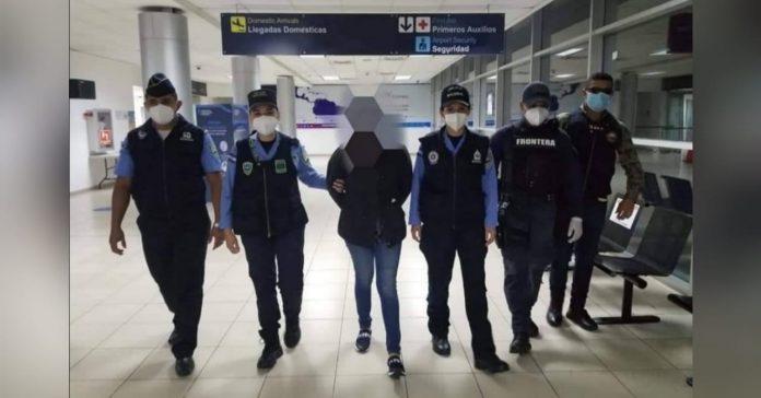 arrestan mujer con 30 mil dólares en Toncontín
