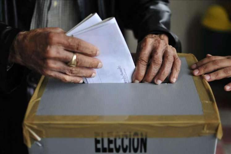 Honduras: Unos 270 alcaldes y 120 diputados van por la reelección