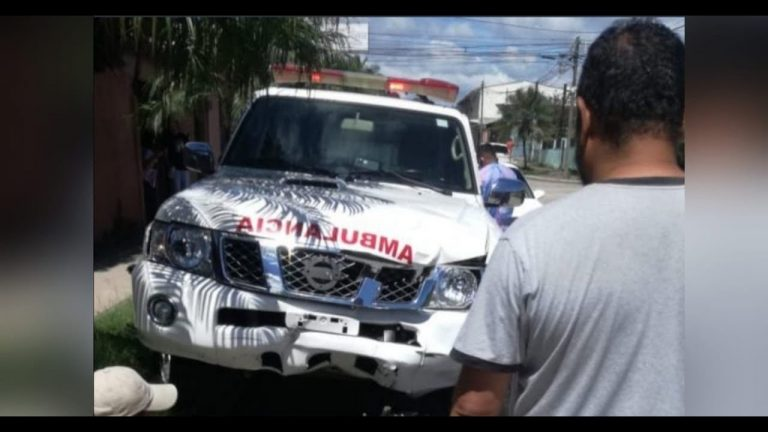 VIDEO   Siguatepeque: ambulancia embiste a dos personas en motocicleta
