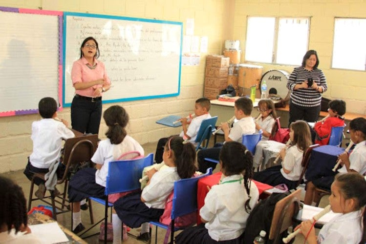 Educación asegura que respetará vacaciones a docentes, ¿y el reforzamiento?
