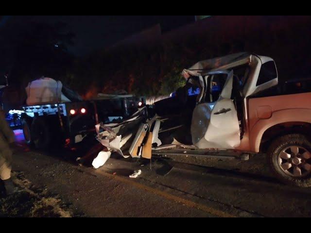 Fuerte accidente de tránsito entre automóvil y rastra deja un muerto; aquí vídeo