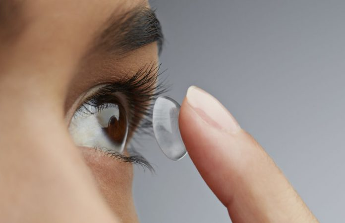 dormir con lentes de contacto