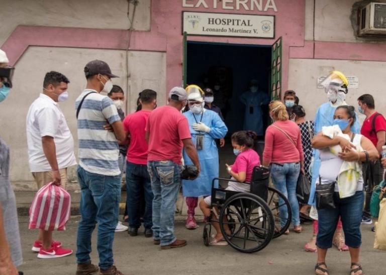 Por falta de pago cierran UCI del Leonardo Martínez; lo niega Alba Flores