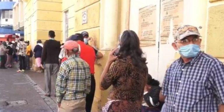 Madrugaron y se mojaron: sin aviso suspenden entrega de bono a discapacitados