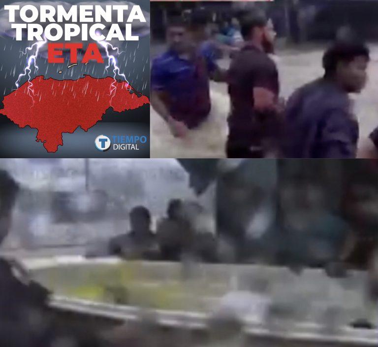 Con cuerda y una lancha: vecinos se unen para evacuar personas en Atlántida