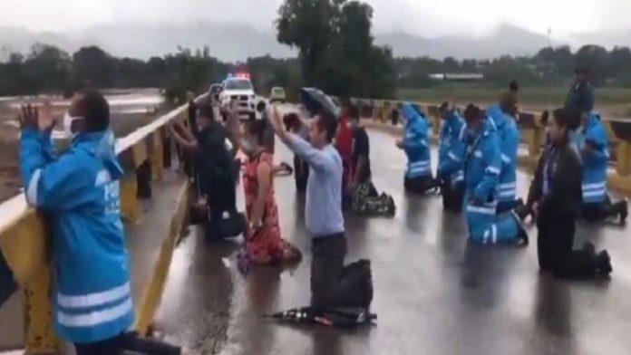 policías y pastores oración puente iota